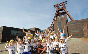 Action!Kidz mir Shary Reeves vor der Zeche Zollverein (Quelle: DfC)